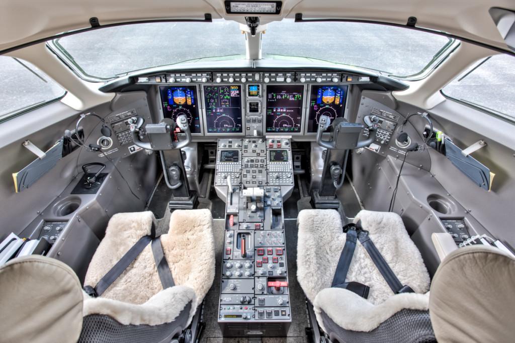 Challenger-300_inte