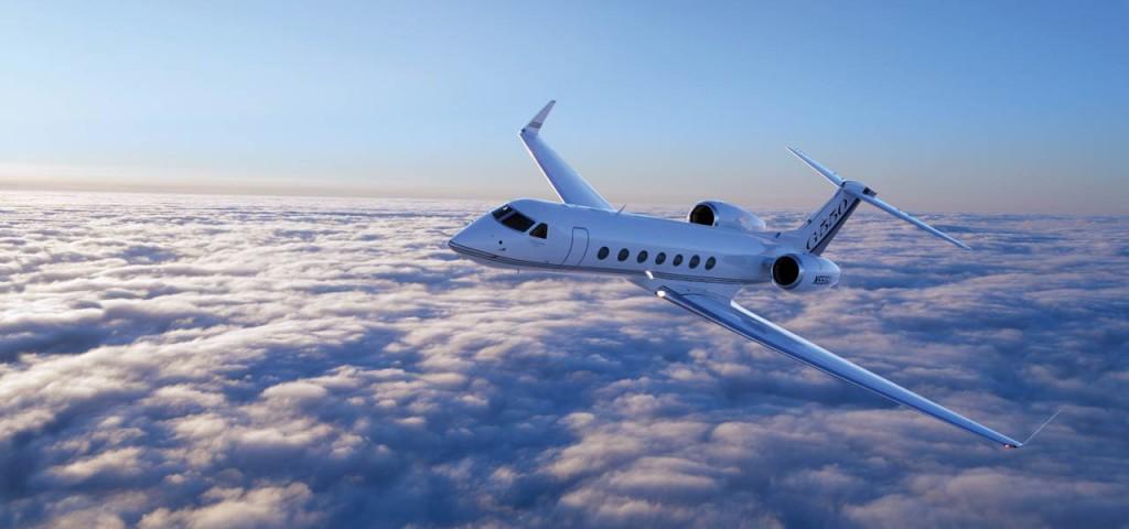 湾流G550 由美国湾流宇航公司于2003年推出的大型机舱公务机-湾流G550公务机(Gulfstream G550),是人类飞行史上首架直航范围能从纽约直达东京的超远程公务飞机。一架G550刚投入运营不到两周即打破了由韩国首尔直飞佛罗里达州奥兰多的城际对飞记录,该次飞行航程达7,301海里 (13,521公里) 仅用时14.